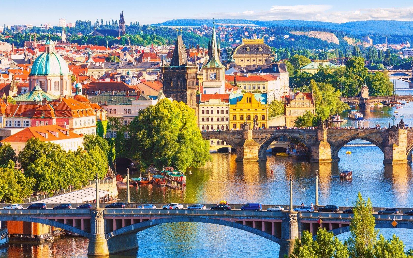 Сколько стоит жизнь в Праге: зарплаты, питание, транспорт, жилье, услуги, мобильная связь